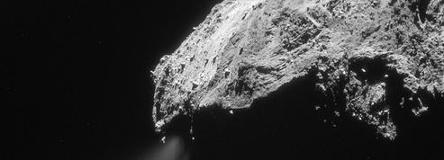 La comète suivie par Rosetta réserve encore des surprises