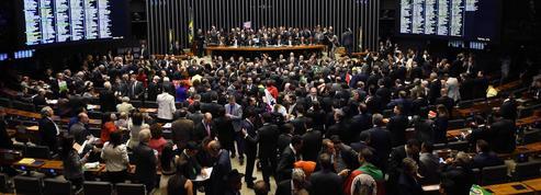 Brésil : les députés se prononcent sur la destitution de Dilma Rousseff
