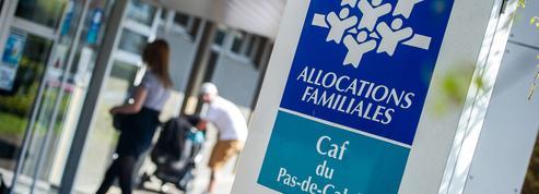 RSA jeunes: «Si Hollande arrêtait un peu de distribuer notre argent, ça nous en ferait plus!»