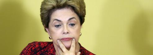 Brésil : les quatre dossiers qui fragilisent Dilma Rousseff