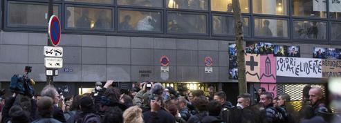 Paris : un lycée occupé par des migrants en cours d'évacuation