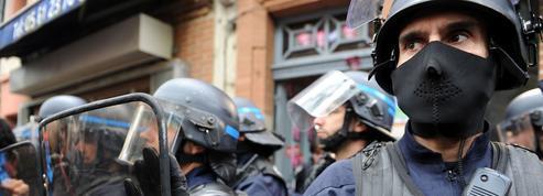 Les policiers, ulcérés, manifestent dans toute la France