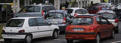 Pénurie de carburants: peut-on craindre une flambée des prix à la pompe ?