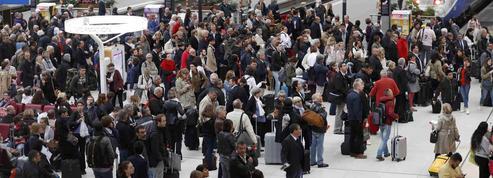 Légère accalmie à la SNCF et dans les raffineries, grève en vue des pilotes d'Air France