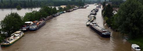 Inondations, mauvais sondage pour Valls et départs de Canal+ : le récap de la journée
