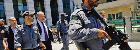 Israël durcit les contrôles sur les Palestiniens