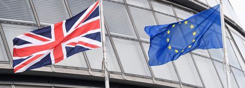 Brexit : les deux camps au coude à coude dans les sondages