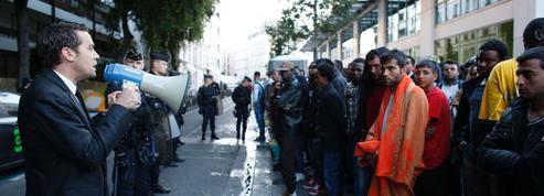 Paris: bras de fer autour de la «mise à l'abri» de migrants