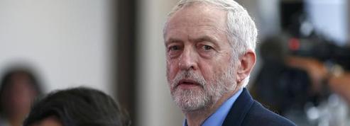 Le Labour s'embourbe dans une bataille pour sa survie