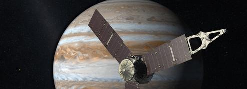 Après cinq ans de voyage, la sonde Juno rend visite à Jupiter