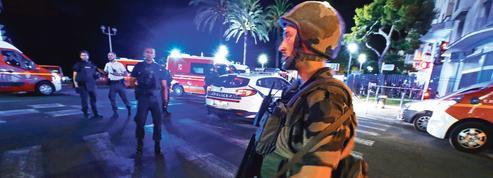 Attentat de Nice: les enquêteurs sur la piste d'une «nouvelle barbarie terroriste»