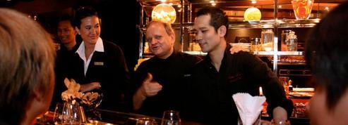 À Singapour, le guide Michelin couronne Robuchon et célèbre la street food