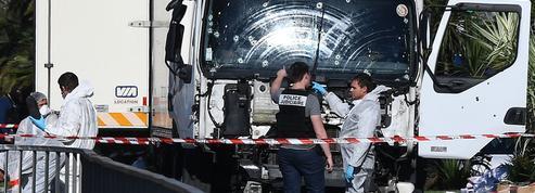 Attentats : pourquoi certains terroristes ont recours à des armes factices