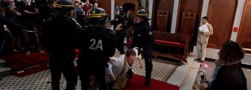 À Paris, l'église Sainte-Rita évacuée malgré la résistance de ses fidèles