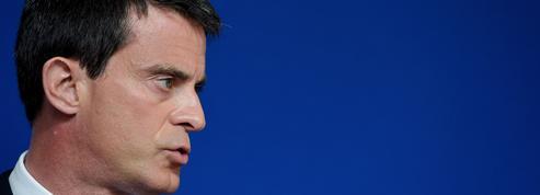Valls plus affirmatif que Hollande sur une baisse d'impôts en 2017