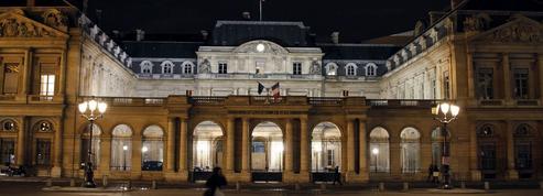 Burkini : après la décision du Conseil d'État, droite et FN exigent une loi