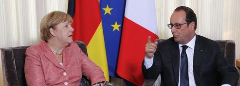 Hollande ne profite pas des difficultés de la chancelière