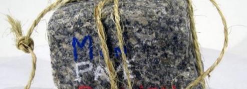 On peut acheter des pavés de Paris sur internet