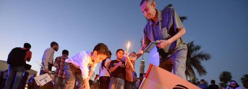 Crash d'Egyptair: l'Égypte tarde à rendre les corps aux familles de victimes