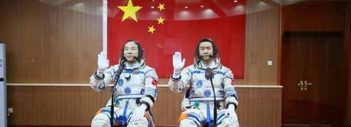 Deux taïkonautes en route vers la nouvelle station spatiale chinoise