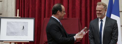 Piégé par le calendrier, Hollande hésite sur la stratégie à adopter