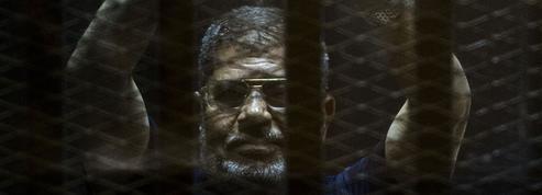 Égypte : la justice annule la peine de mort de l'ex-président Morsi