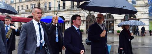 Valls accentue sa pression sur Hollande