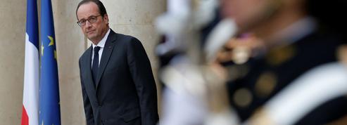 Hollande peaufine sa stratégie et son calendrier, avec Valls en embuscade