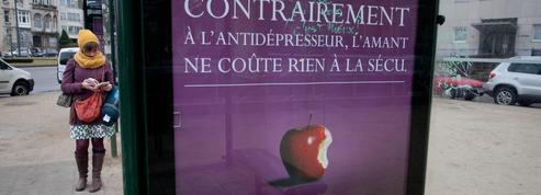 Le «business de l'infidélité» en procès à Paris