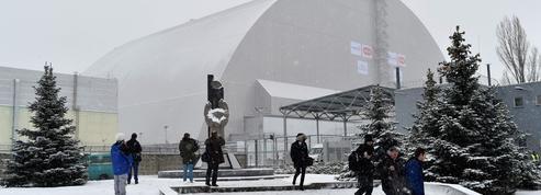 Le dôme de confinement de la centrale de Tchernobyl a été installé