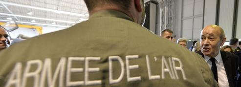 Défense : Le Drian préserve le statut d'ouvrier de l'État