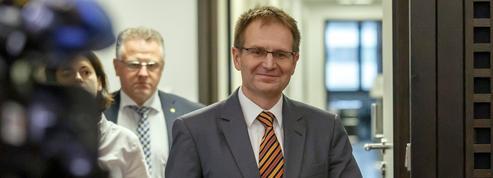Peter Frank, un procureur mis à l'épreuve