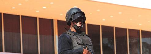 Les adieux de François Hollande le chef de guerre à l'Afrique