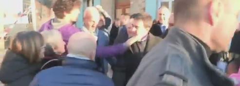 Manuel Valls va rencontrer le jeune homme qui lui a mis une gifle