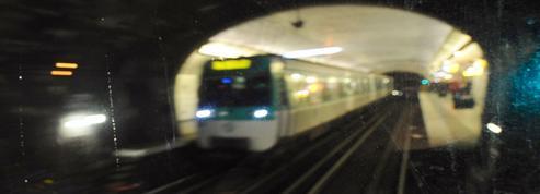 Attaque au couteau dans le métro parisien : le visage du suspect identifié