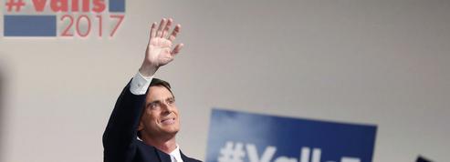 En meeting à Paris, Valls chahuté sur le 49-3