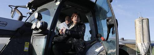 Dans la Manche, elle a rencontré des agriculteurs en crise