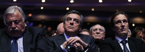 La pression s'accroît sur Fillon, ses soutiens font bloc
