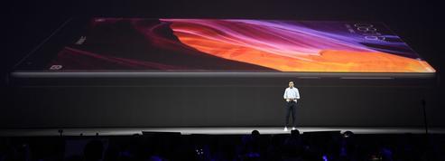 Smartphones: la course aux écrans géants se poursuit