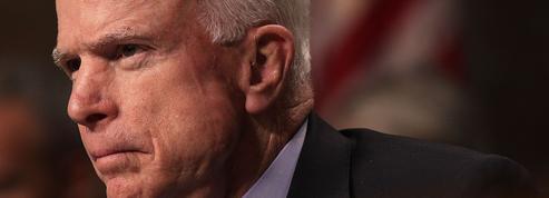 John McCain, le vieux sage du Sénat qui veut tempérer Trump