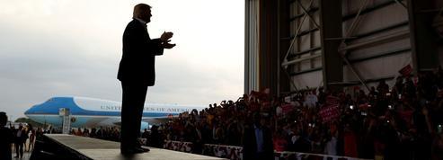 Un mois après, Trump dans les tempêtes