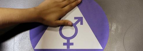 Transgenres : Donald Trump relance la «guerre des toilettes»