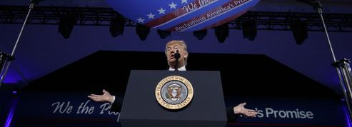 Trump et Bannon cajolent les électeurs conservateurs