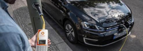 À Londres, des lampadaires rechargent les voitures électriques