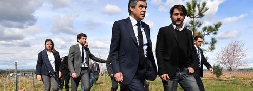 François Fillon tente d'enrayer les défections dans son camp