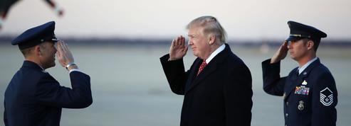 Donald Trump signe un décret migratoire atténué