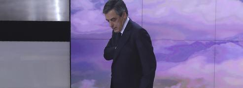 Présidentielle: le temps consacré à François Fillon explose, le CSA s'inquiète