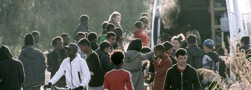 Calais : la justice autorise la distribution de repas aux migrants