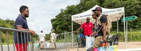 Guyane : craignant des pénuries, la population fait le plein de vivres et d'essence