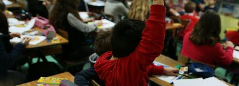 Moins d'élèves par classe : la solution prônée par Hamon et Macron jugée peu efficace